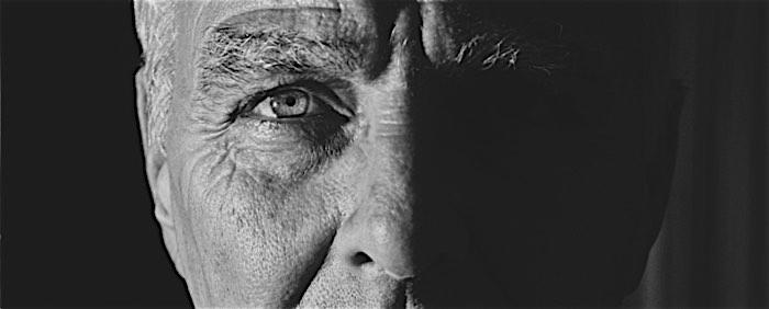 Gesichtsausschnitt eines Mannes - halb im Schatten | Das Gelbe Sofa (Storytelling)